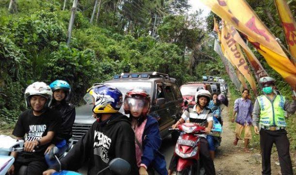 Liburan Akhir Tahun, Lalulintas di Jalan Menuju Kawasan Pantai Mutun Macet