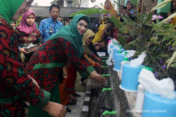 Tolak Dipindahkan ke Lantai 2 Pasar Nuban, Pedagang Bawa Keranda Kritik Wali Kota Metro