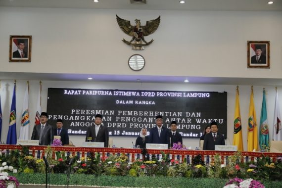 Selasar Atap Tower Gedung Bursa Efek Indonesia Roboh, Ratusan Orang Terluka