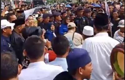 PILGUB LAMPUNG: Mustafa-Jajuli Daftar ke KPU Lampung Naik Gajah Sumatera