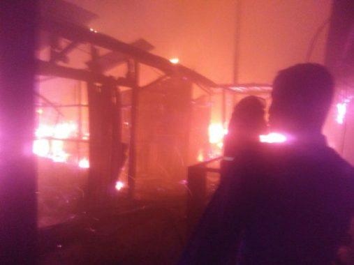 Kebakaran Tempat Penampungan Sementara Pasar Way Halim Mulai Padam