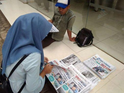 Koran Sepi Pembeli, Loper di Bandar Lampung Cari Kerjaan Baru