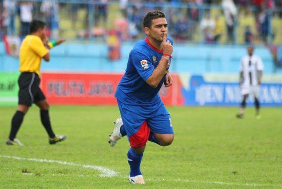 Sudah Berusia 41 Tahun, Cristian Gonzales Masih Diminati Madura United Ini Alasannya