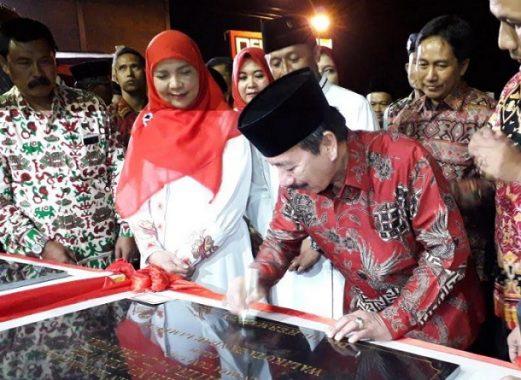 Pemkab Lampung Barat dan BPN Bagikan Ribuan Sertifikat PTSL