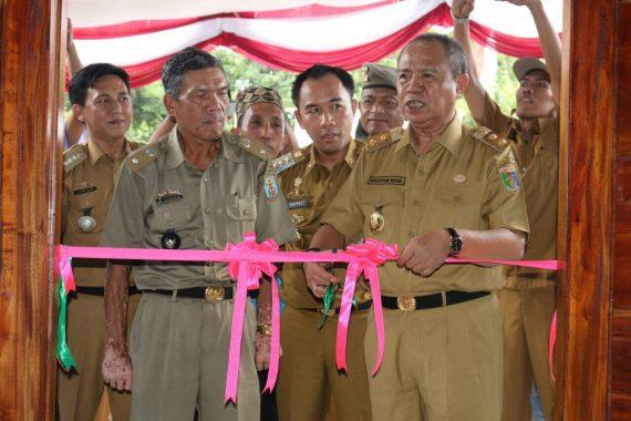 Wagub Bachtiar Basri Resmikan Kantor Desa Hasil Program Gerbang Desa Saburai di Way Kanan