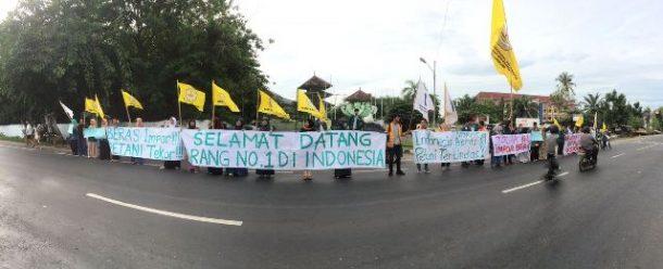 Mahasiswa Lampung Sambut Presiden Jokowi dengan Demo Tolak Impor Beras