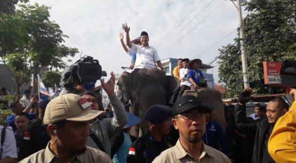 PILGUB LAMPUNG: Ribuan Orang Antarkan Mustafa-Jajuli Daftar ke KPU Lampung
