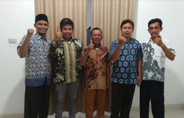Sekda Provinsi Lampung Lepas Jenazah Adeham Menuju Pemakaman Padang Cermin