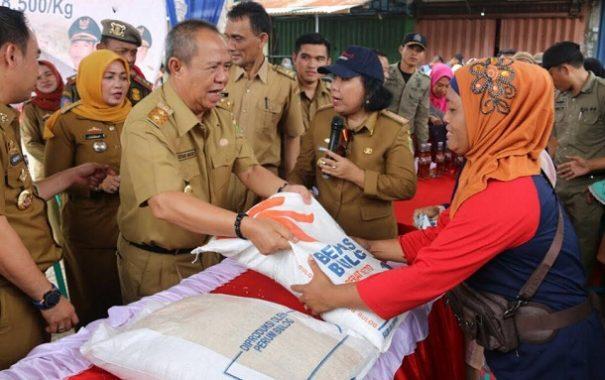 Wakil Gubernur Bachtiar Basri Operasi Pasar di Baradatu Way Kanan