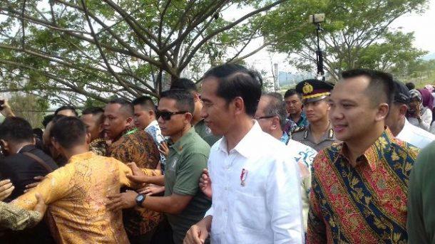Presiden Jokowi ke Itera, Mahasiswa Histeris Sampai Ada yang Diajak Swafoto
