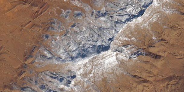 Anomali Atmosfer sebabkan Salju Turun di Gunung Sahara