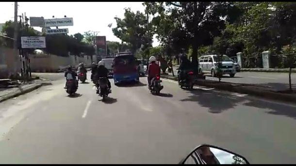 Dua Pengemudi Angkot di Bandar Lampung Kejar-Kejaran, Seorang Pria Acungkan Senjata Tajam