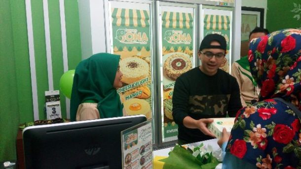 Meet and Greet Bona Cake Lampung, Artis Sahrul Gunawan Akui Suka Keripik Pisang