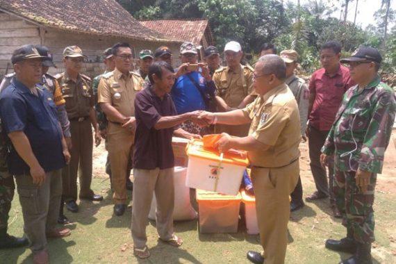 Pemkab Lampung Timur Beri Bantuan Korban Angin Puting Beliung