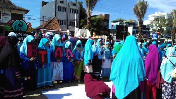 Aksi Komunitas Gemar di Taman Gajah Bandar Lampung: Pakai Hijab Yuk