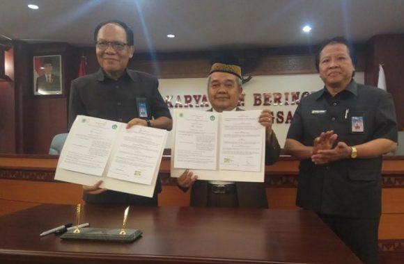 Unila Tandatangani MoU Sertifikasi Produk Halal dengan MUI Lampung