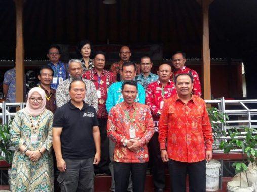 Bupati Lampung Barat Parosil Mabsus Kunjungi Pabrik Kopi Mengani di Kintamani Bali