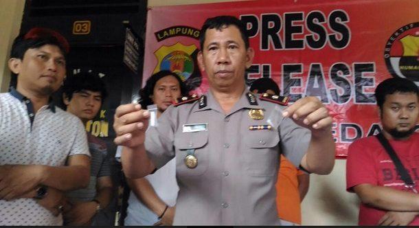 Bandar Sabu Rebut Pistol Anggota Polsek Kedaton Saat Hendak Ditangkap