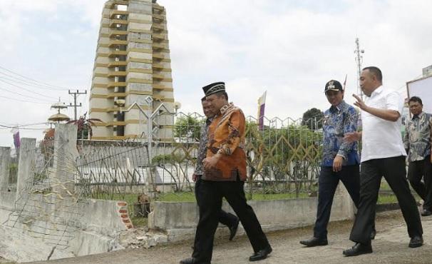 Gubernur Lampung Ridho Ficardo Tinjau Pembangunan Tugu Garuda di Menggala
