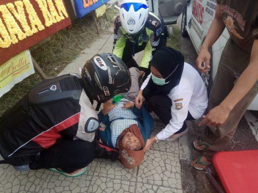 Tunawisma Hamil Muda Keguguran di Pinggir Jalan Monginsidi, Ambulans Pemkot Bandar Lampung Beraksi Cepat