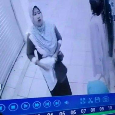 Wanita Ini Terekam CCTV Saat Mencuri di Pasar Kopindo Metro