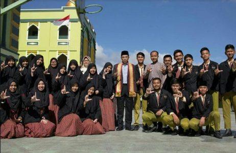 Gubernur NTB Kunjungi SMP dan SMA IT AR RAIHAN Bandar Lampung