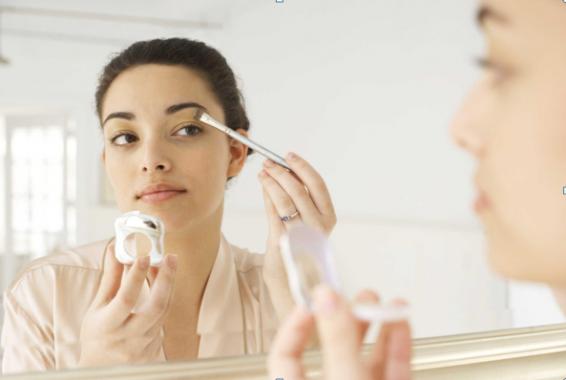 Pentingnya Menjaga Kesehatan Mata saat Menggunakan Kosmetik