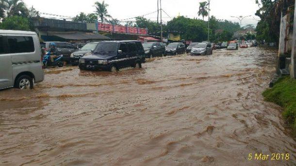 Jalan Pramuka Bandar Lampung Terendam, Warga Nilai Saluran Pembuangan Air Tersumbat dan Terlalu Kecil