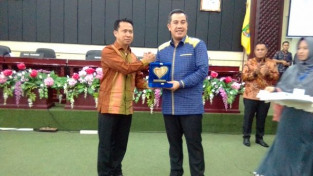 Bupati Pesawaran Dendi Ramadhona dan Wakil Bupati Lampung Selatan Nanang Ermanto Dapat Penghargaan KPGL