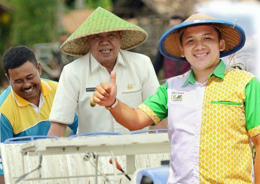 Breaking News: Terios Tabrak Pembatas Jalan Flyover MBK, Jalan Teuku Umar Macet 1 Kilometer
