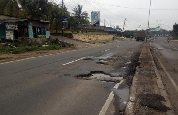 LUBANG NERAKA DI JALAN LINTAS SUMATERA: Kerap Menyebabkan Korban Meninggal Pemerintah Pusat Abai