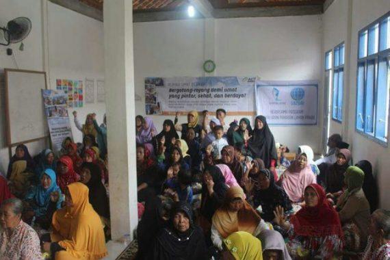 Peluncuran Rumah Umat Berkah di Metro, Peserta Lansia Ikuti Fashion Show Busana Muslim