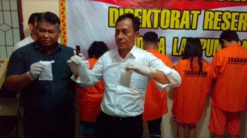 Polda Lampung Tangkap Sepasang Suami Istri Pengedar Sabu-Sabu
