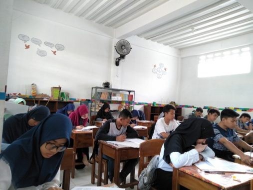 Ratusan Pelajar SMP Se-Bandar Lampung Ikuti Tryout UN di Daarul 'Ilmi