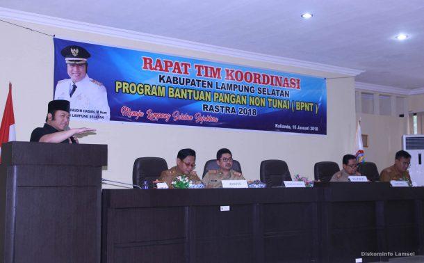 Advertorial: Bupati Lampung Tengah Beri Hadiah Guru TK Berprestasi Umrah