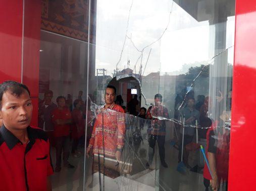 Diduga Stres, Seorang Pria Pecahkan Kaca Gedung Pemkot Bandar Lampung