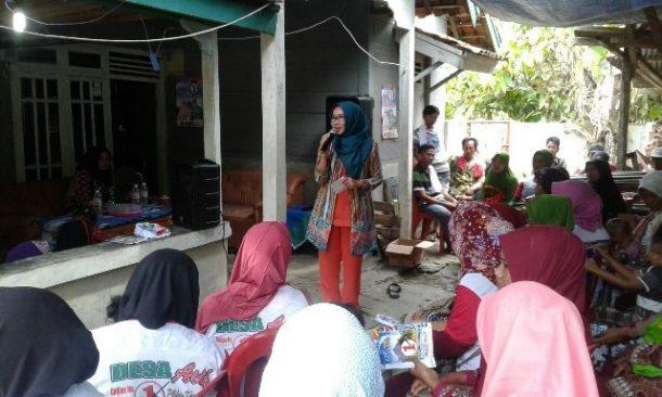 PILKADA TANGGAMUS: Kampanye di Pekon Umbakh Kelumbayan Induk, Dewi Handajani Janji Mudahkan Urus KTP Elektronik