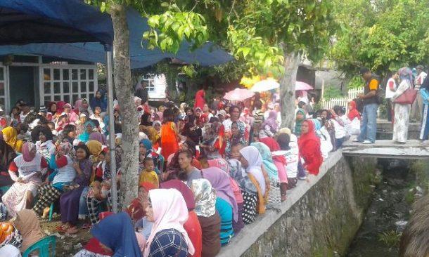 PILKADA TANGGAMUS: Ibu-Ibu Tumpah Ruah Hadiri Kampanye Dewi Handajani di Kelurahan Baros Kotaagung Pusat