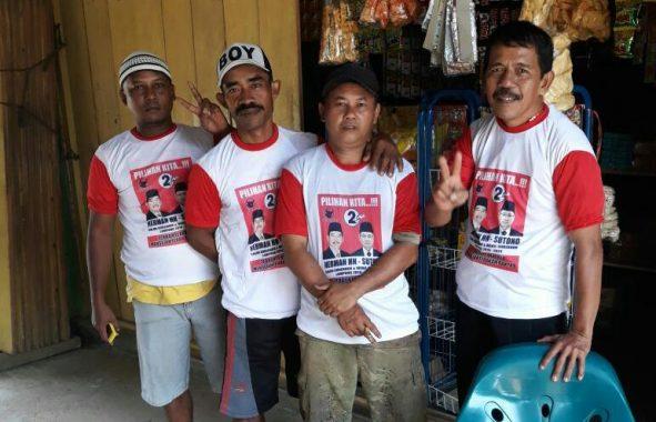 PILGUB LAMPUNG: Warga Lampung Utara Berebut Kaus Herman HN