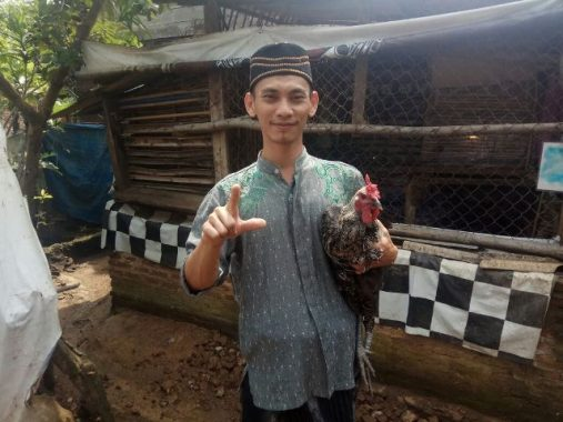 PILGUB LAMPUNG: Peternak Ayam Ini Dukung Ahmad Jajuli Demi Kejayaan Islam
