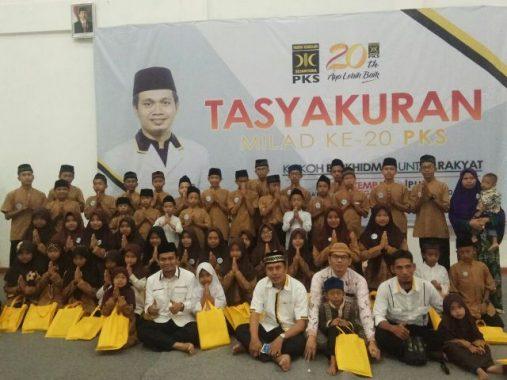 Tasyakuran Milad Ke-20, DPW PKS Lampung Bagikan Santunan kepada Puluhan Anak Yatim