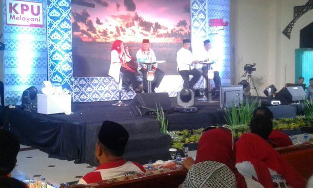 PILKADA TANGGAMUS: Debat Kandidat, Ini Ringkasan Misi Dewi Handajani dan Samsul Hadi