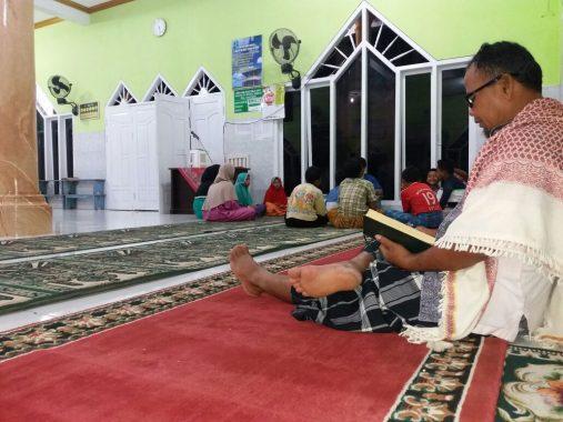 Bakda Subuh, Anak-Anak Ramai Mengaji di Masjid Da'watul Ihsan Hajimena