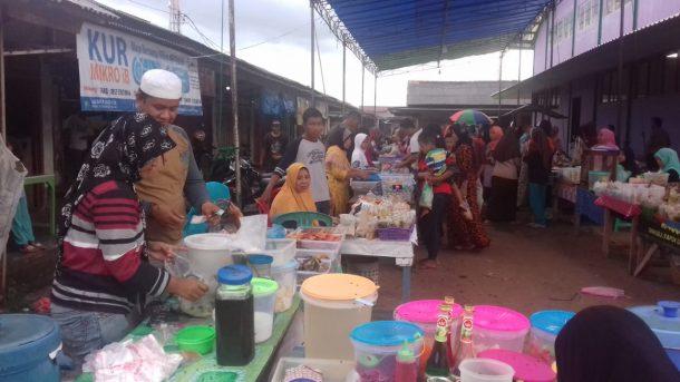 Pedagang Takjil di Tumijajar Tulangbawang Barat Raup Untung Lumayan