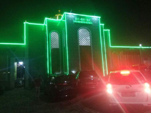PERNIK RAMADAN: Masjid Al Hijri Rajabasa Indah, Ornamen dan Lampunya Bikin Betah Jamaah