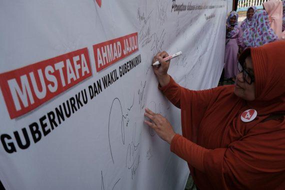 PILGUB LAMPUNG: Ahmad Jajuli Belum Datang, Warga Tanggamus Beri Tanda Tangan Dukungan