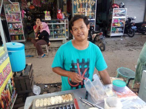 PERNIK RAMADAN: Kirun Penjual Kue Pancong, Nabung dari Sekarang demi Sehelai Pakaian Baru di Hari Raya