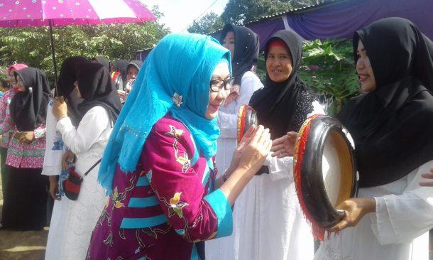 PILKADA TANGGAMUS: Di Pekon Way Panas-Wonosobo, Dewi Handajani Janji Optimalkan Pariwisata Setempat