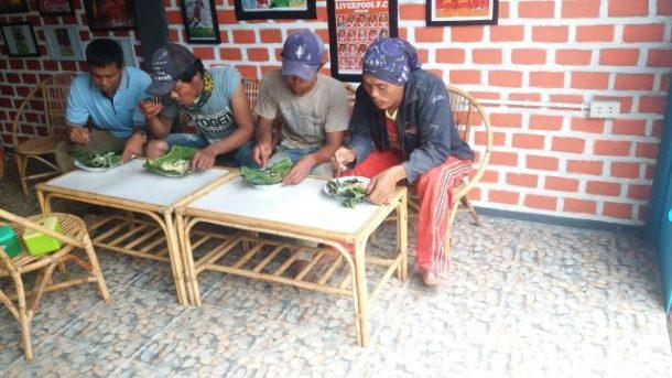 Masya Allah! Studio Biruni Cafe Bagikan Makanan Gratis untuk Duafa, Syarat Baca Al Fatihah