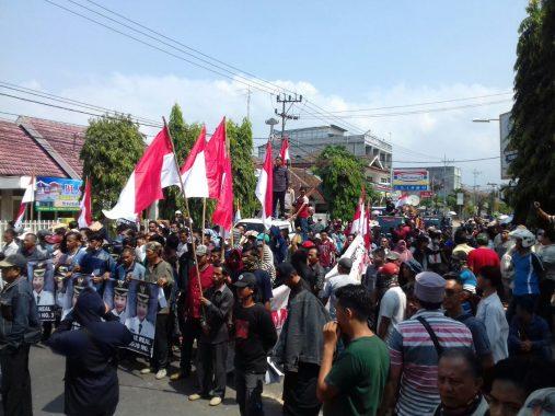 Demo Lagi, Massa Desak Bawaslu Tuntaskan Dugaan Politik Uang Arinal-Nunik